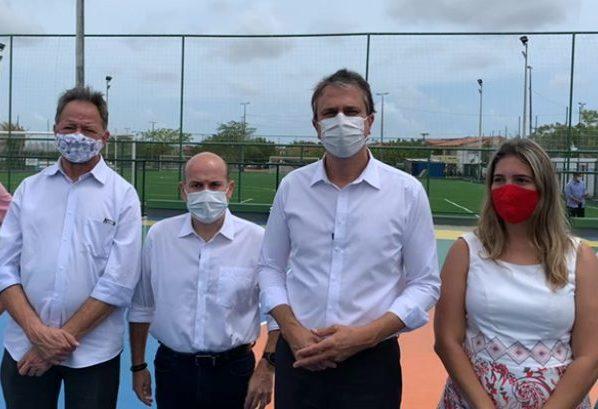 Camilo Santana e Roberto Cláudio entregam complexo esportivo na Capital