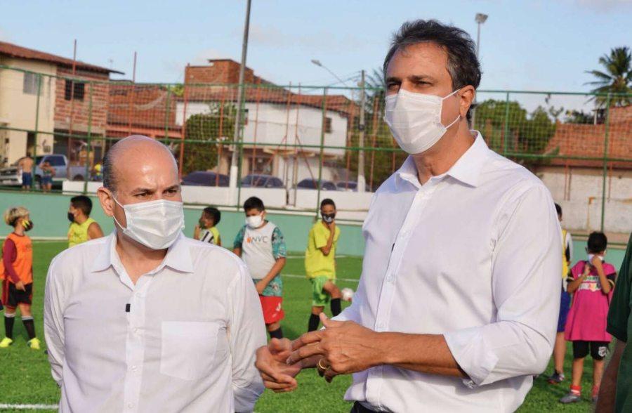 Roberto Cláudio inaugura duas areninhas em Fortaleza, uma delas na companhia do governador Camilo Santana