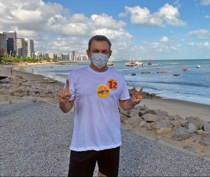 Sarto caminha na Avenida Beira Mar e elogia a requalificação que está sendo realizada naquela região de Fortaleza