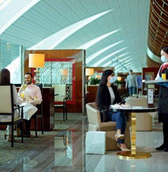 Emirates inicia reabertura de seus lounges em todo o mundo