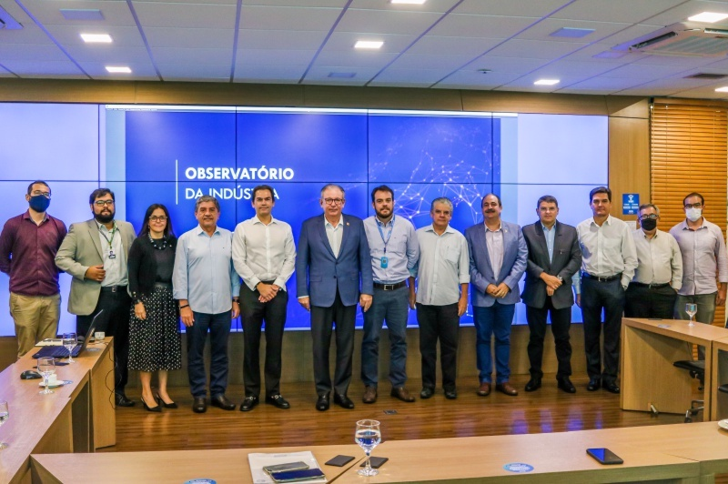 Cândido Pinheiro Júnior visita o Observatório da Indústria da FIEC
