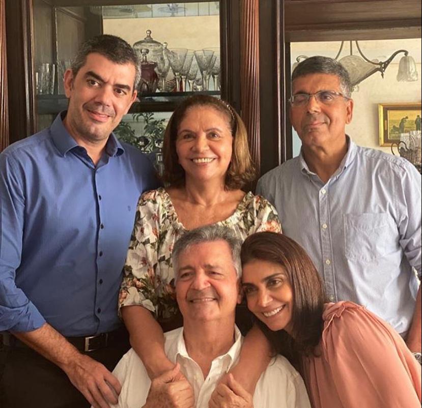 Lauro Chaves festeja a chegada da nova idade com o abraço carinhoso da família