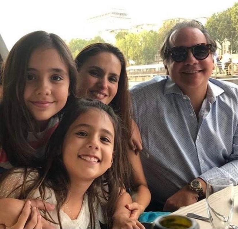Manoela Bacelar troca de idade em comemoração intimista com a família