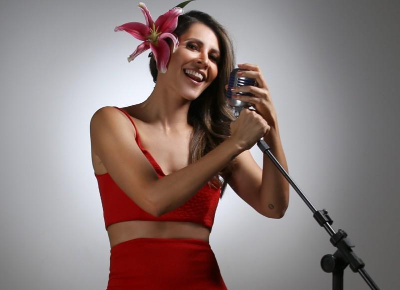 Izabella Rocha, ex-Natiruts, lança releitura musical em minidocumentário