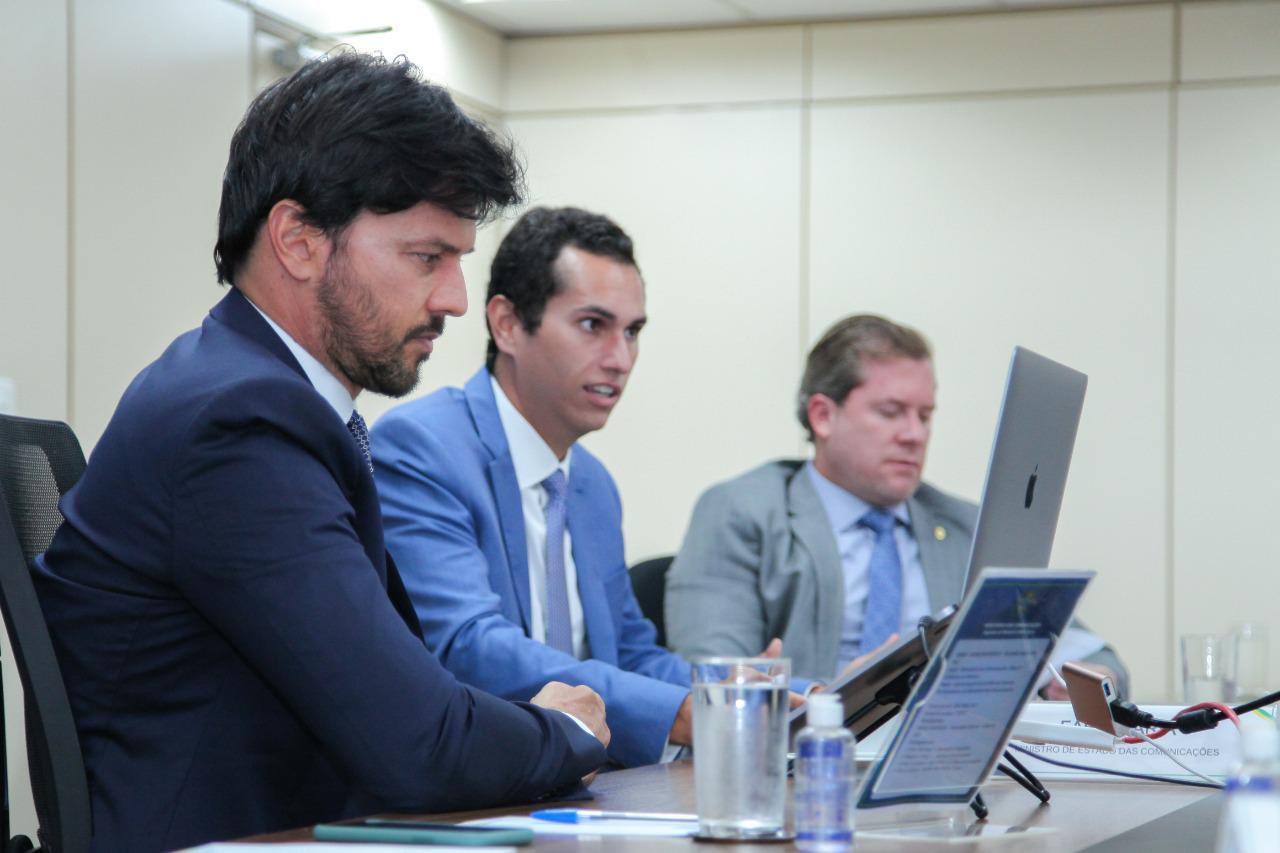 Ministro Fábio Faria se reúne com Domingos Neto para discutir ampliação da banda larga