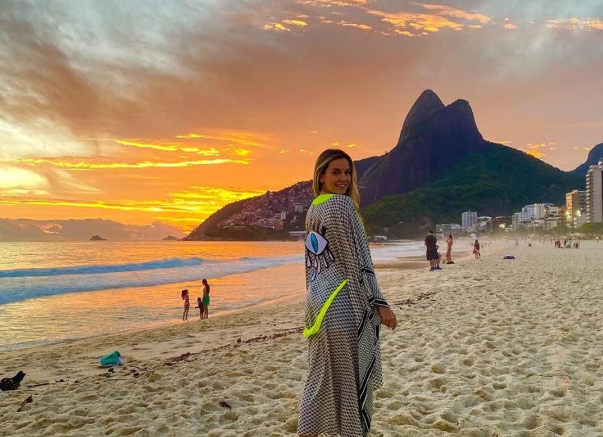 Fernanda Levy dá start as comemorações da troca de idade no Rio de Janeiro
