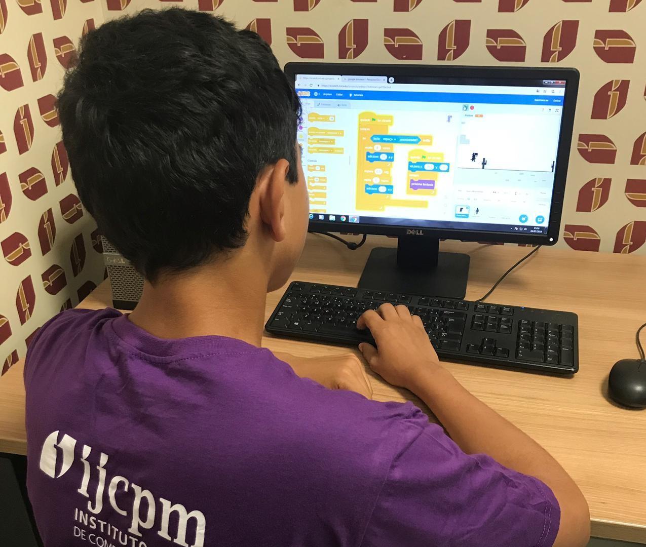 Pré-Universitário do Instituto JCPM realiza aulão pela internet
