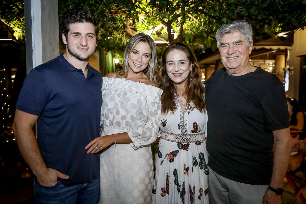Fernanda Levy brinda a nova idade ao lado de Omar Macêdo em comemoração intimista na Brava Wine
