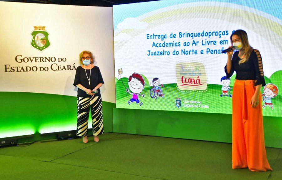 Onélia Santana entrega brinquedopraças em Juazeiro do Norte e Penaforte