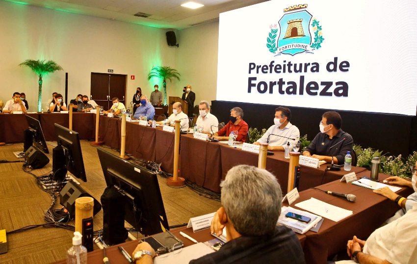 Roberto Cláudio comanda última reunião de secretariado com a presença de Sarto