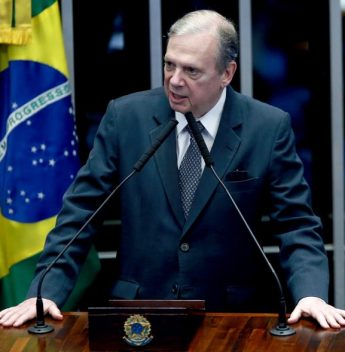 Tasso comemora a aprovação da MP que libera cerca de R$ 2 bilhões destinados à produção e vacinação contra a Covid-19