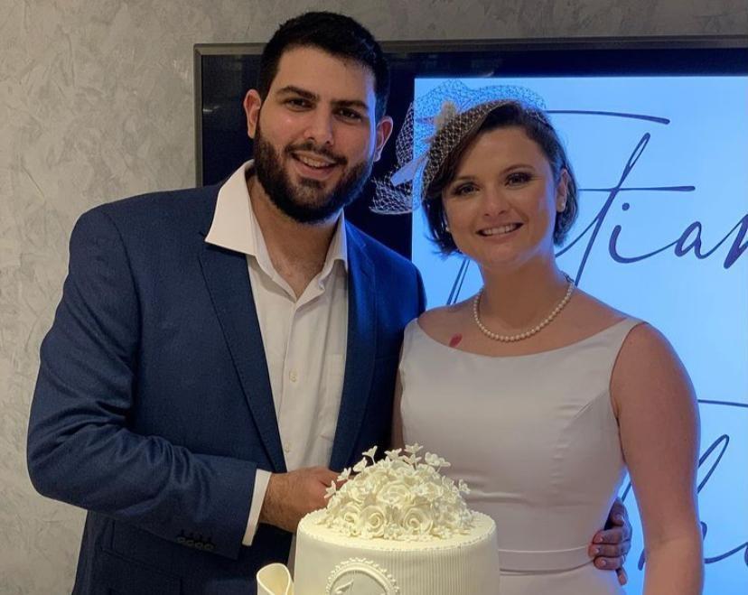 Theo Pompeu e Tatiana Rolim celebram seu casamento civil em clima intimista