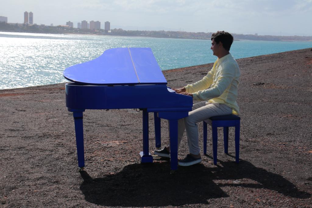 Paulo Rodrigo leva seu piano para o Mara Hope em novo clipe. Vem ver!