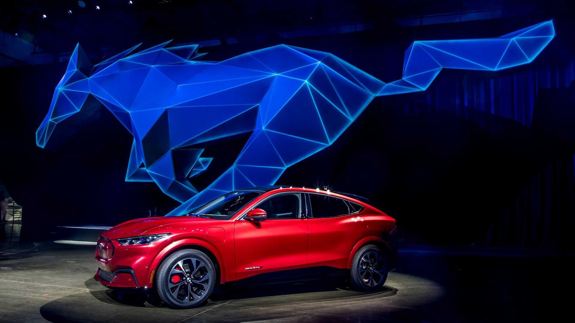 Sem maçaneta, Mustang SUV ainda custará a chegar no Brasil