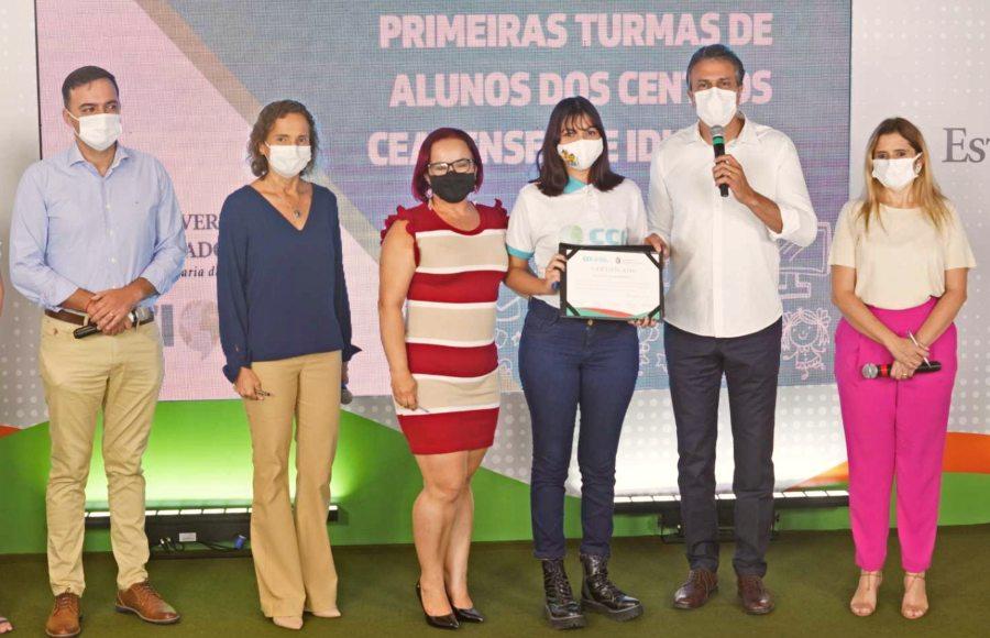 Governo do Ceará certifica 1.598 alunos e professores em três cursos de idiomas