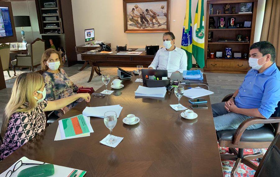 Camilo discute com sua vice e secretários o retorno às aulas presenciais no Ceará