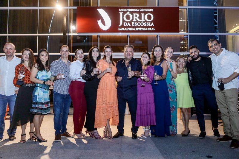 Duplo brinde - Dr. Jório da Escóssia abre as portas de sua clínica de odontologia conceito e festeja a nova idade no BS Design