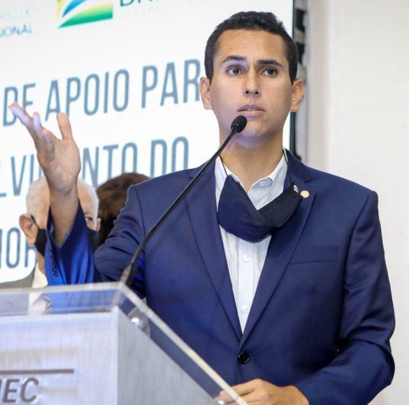 Domingos Neto garante recursos para pacote de obras em unidades do IFCE