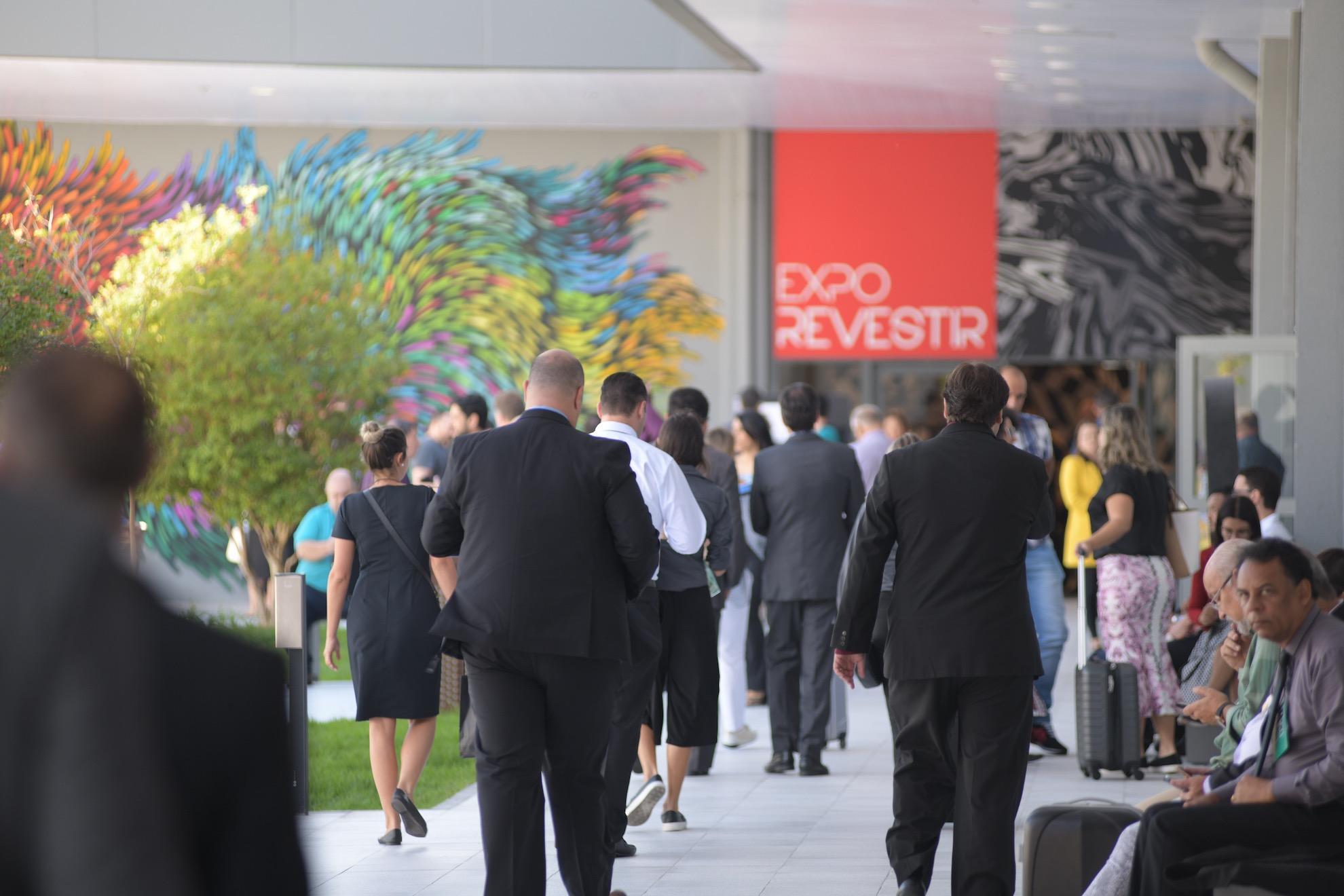 Expo Revestir 2021 acontecerá de forma 100% virtual. Vem saber!