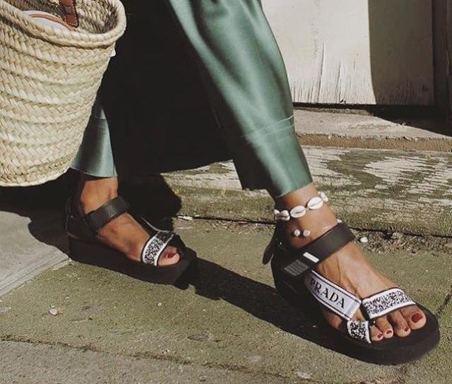Saiba mais sobre as Dad sandals, aposta queridinha da temporada