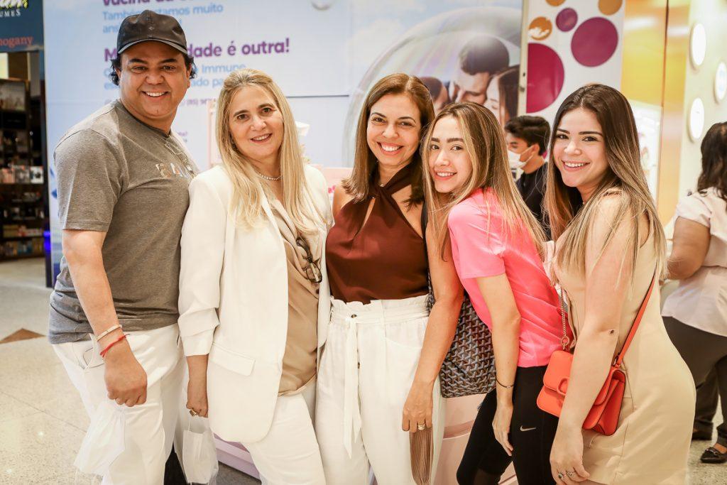 Laerte Bezerra, Morgana Dias Branco, Edinice Bezerra, Lissa Dias Branco E Natalia Bezerra (2)