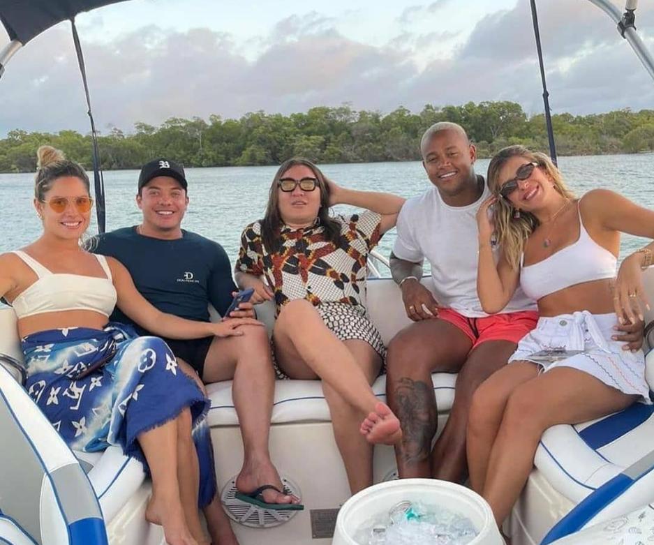 Léo Santana e Lore Improta se divertem ao lado de Thyane e Safadão, no Fortim