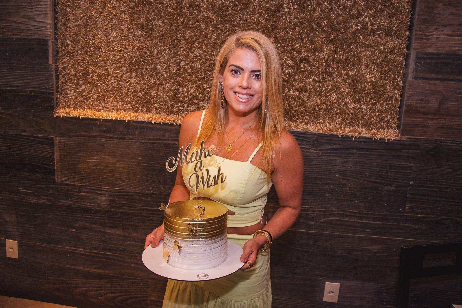Leticia Studart celebra sua troca de idade em almoço no Soho Restaurante
