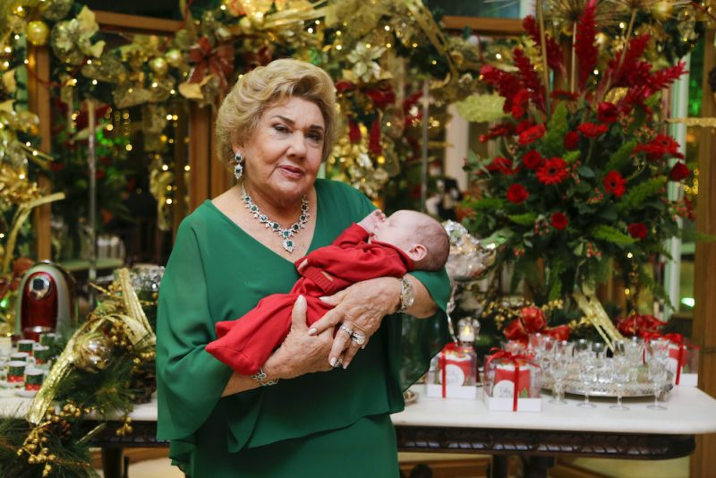 Nuit de Noël - Consuelo Dias Branco abre as portas do endereço de festas da família para a ceia de Natal
