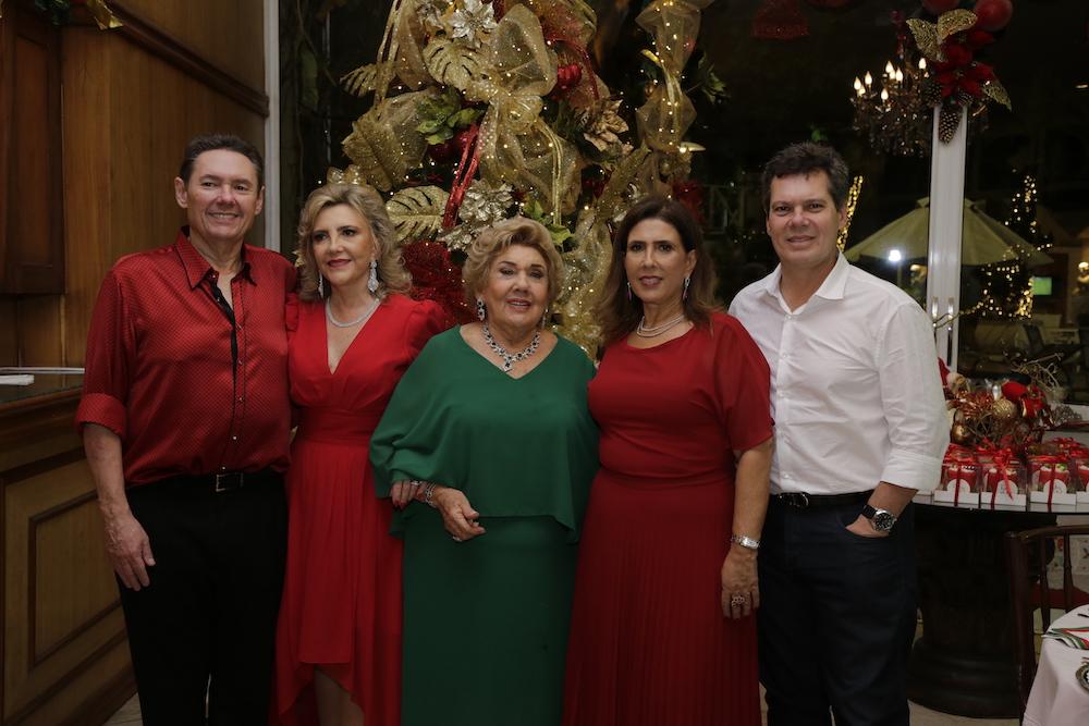 Consuelo Dias Branco abre as portas do endereço de festas da família para a ceia de Natal