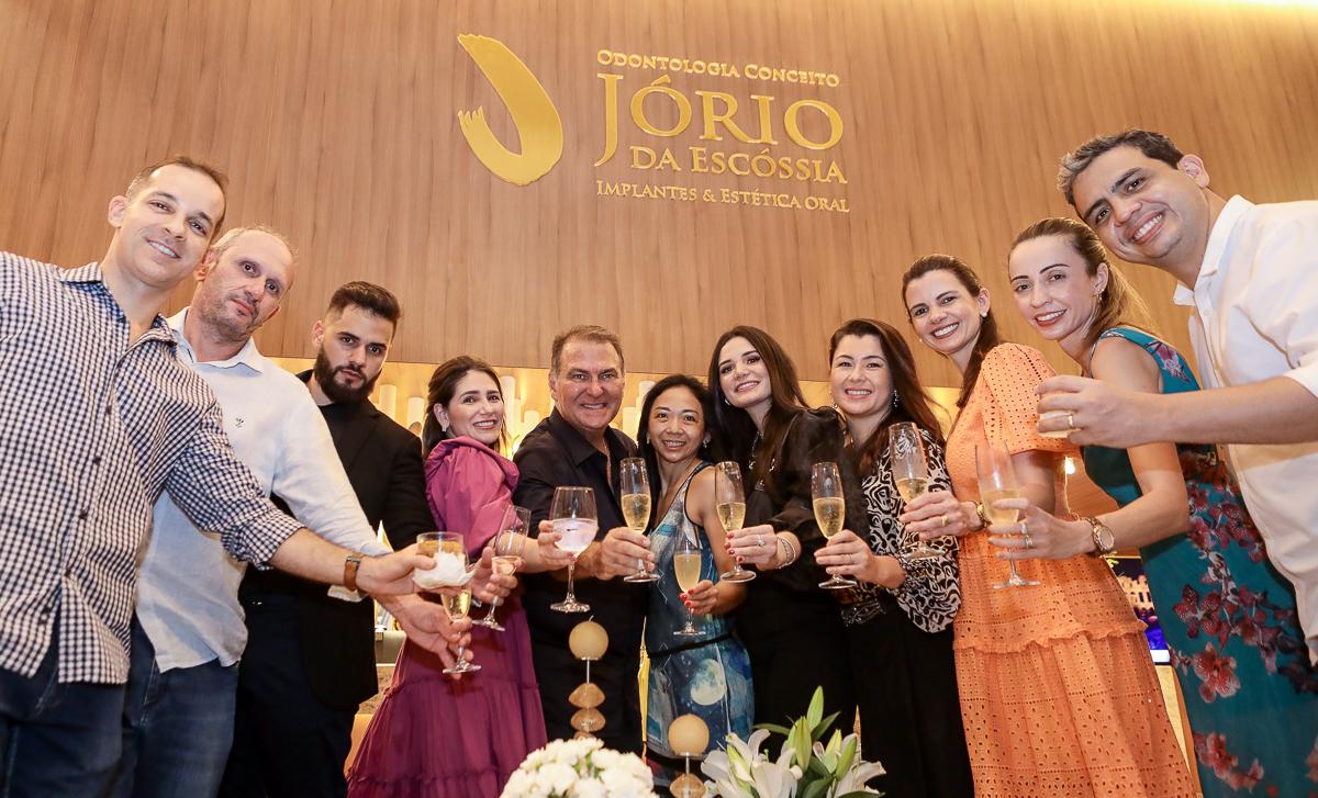 Dr. Jório da Escóssia abre as portas de sua clínica de odontologia conceito e festeja a nova idade no BS Design