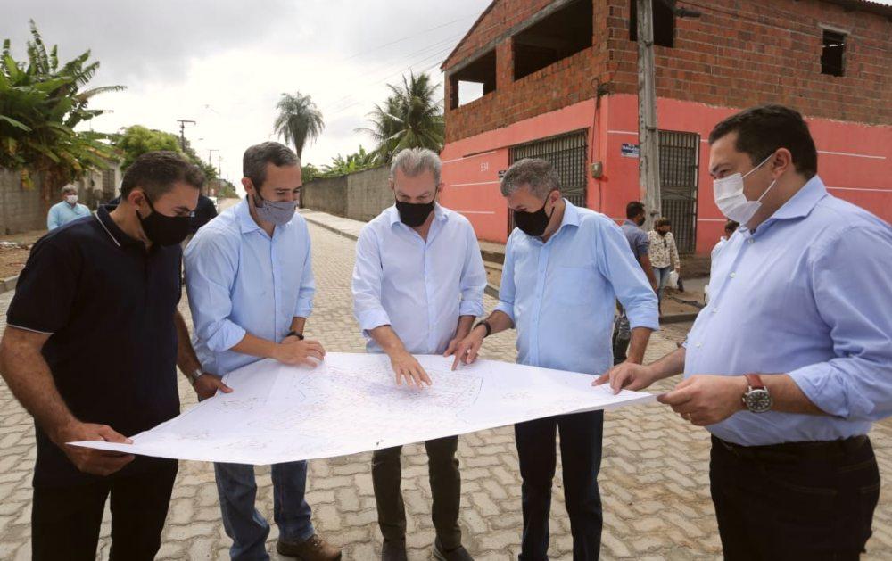 José Sarto visita obras estruturantes e de educação no bairro Presidente Vargas