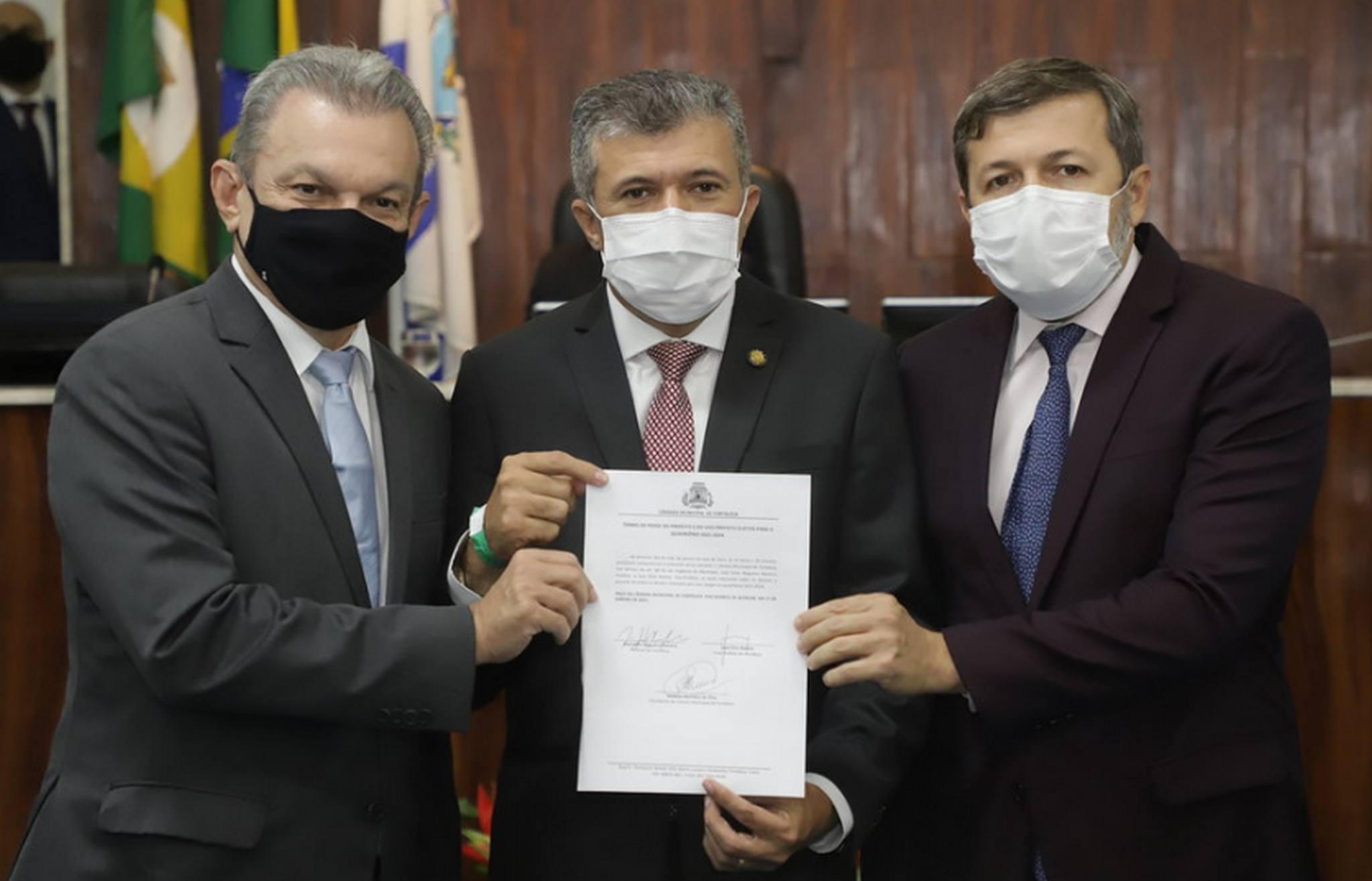 Sarto toma posse como prefeito de Fortaleza e reafirma compromisso com redução de desigualdades