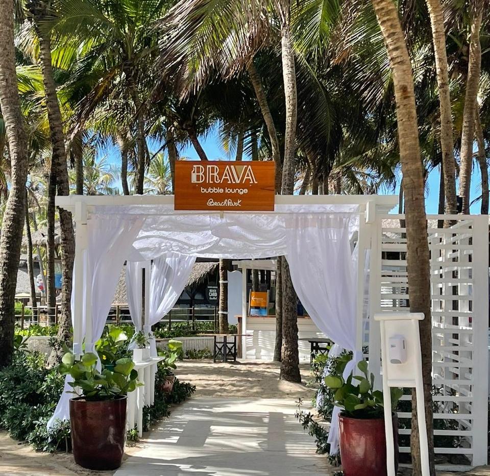 À procura de um espaço perfeito para aproveitar o verão? Conheça o Brava Bubble Lounge, no Beach Park