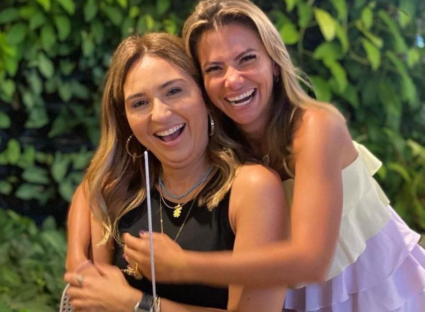 Marcella Laura brinda a nova idade na companhia das amigas