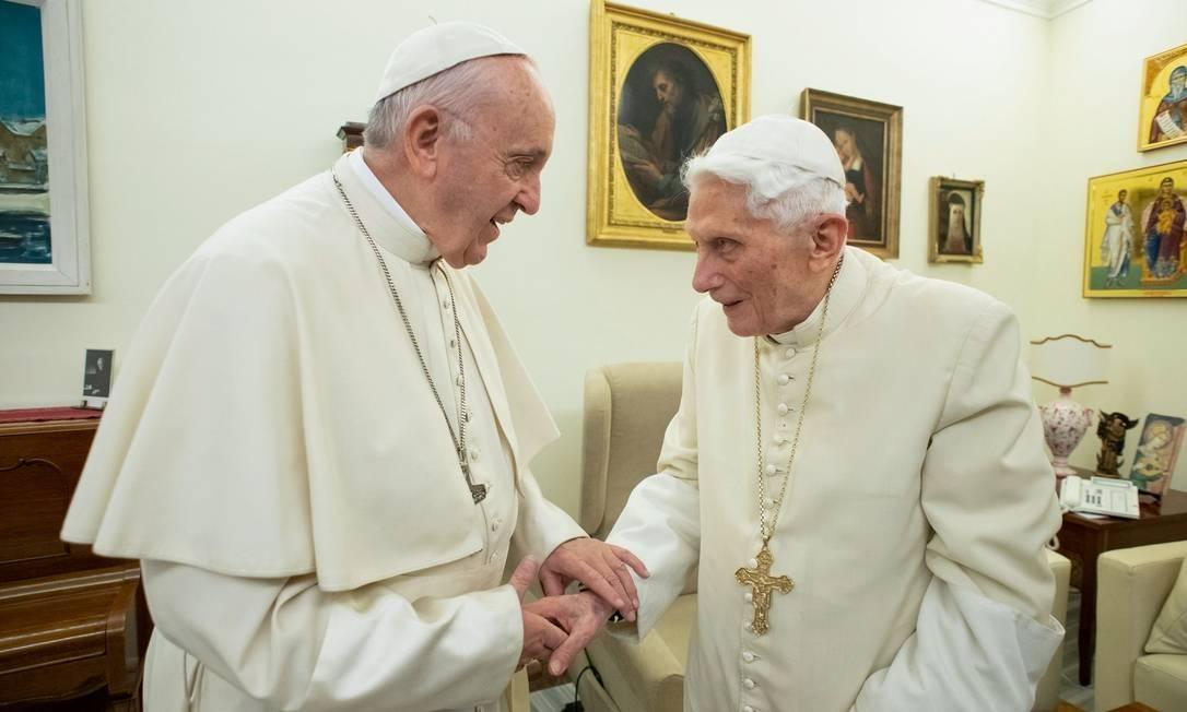 Papa Francisco e papa emérito Bento XVI são vacinados contra a Covid-19 no Vaticano