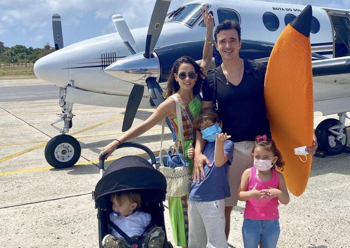 Marília Queiroz e Did Machado aterrissam em Fernando de Noronha com os filhos