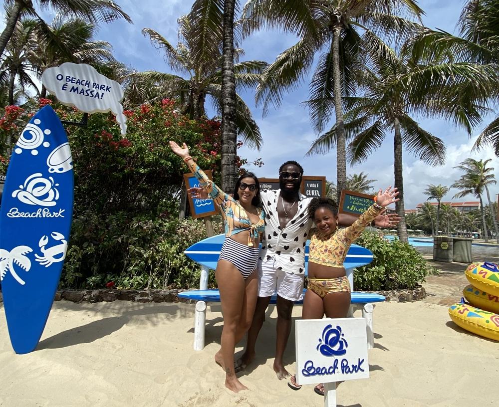 Douglas Silva aproveita o Beach Park durante viagem ao Nordeste