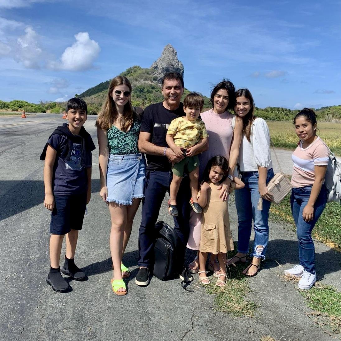Idezio Rolim e Maryana Canamary viajam para Fernando de Noronha com os filhos