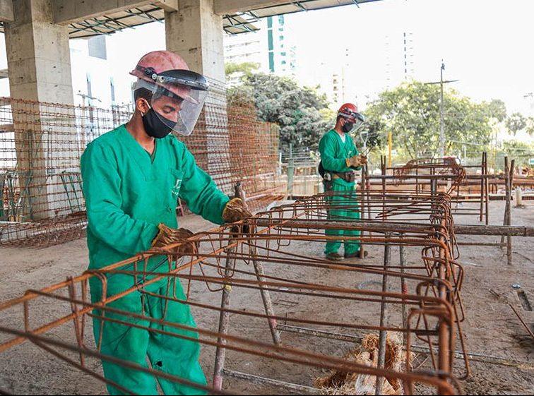 Construção civil é a vice-líder na geração de empregos formais em 2020, diz FIEC