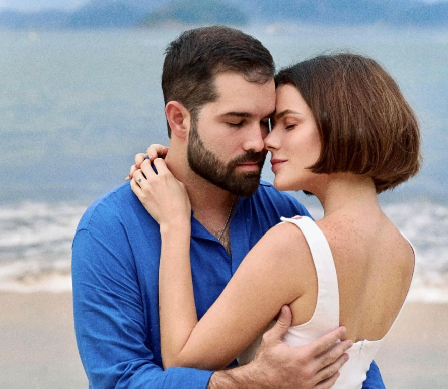 Paulinha Sampaio e Felipe Rocha curtem dias de relax em solo carioca