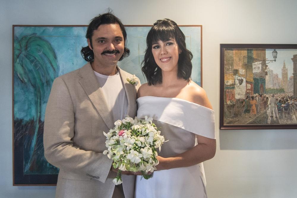 Carolina Figueiredo e Victor Eleutério celebram a união civil em cerimônia intimista