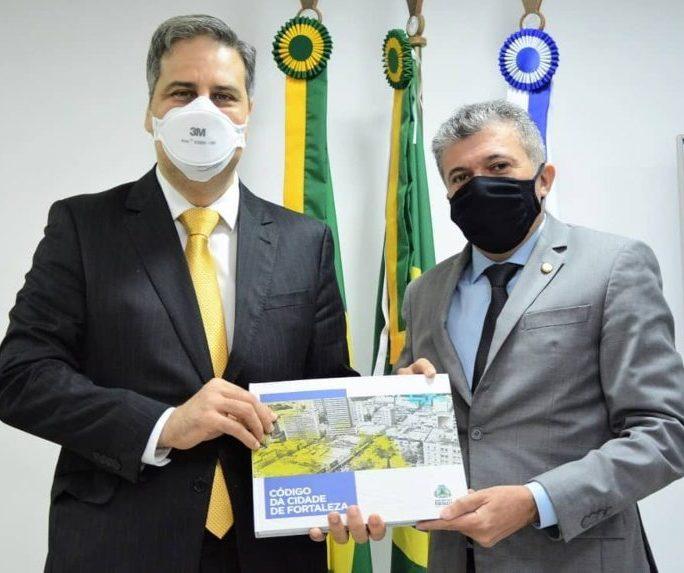 Antônio Henrique debte alterações no Contencioso Tributário de Fortaleza com Erinaldo Dantas e comissão da OAB-CE