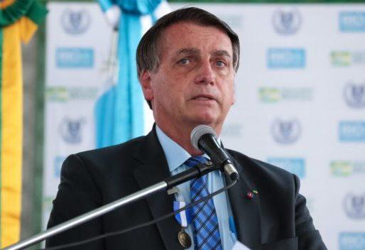 Bolsonaro afirma que auxílio emergencial deverá ser implementado mês que vem