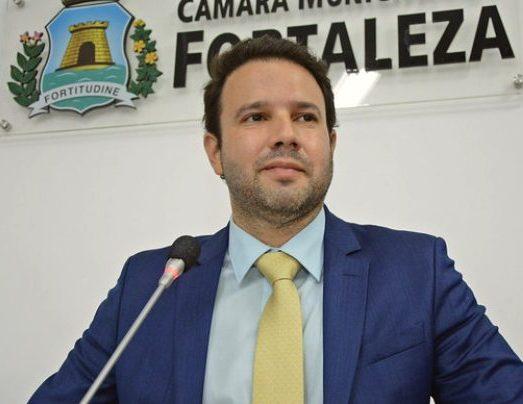 Léo Couto apresenta projetos visando a retomada econômica de Fortaleza