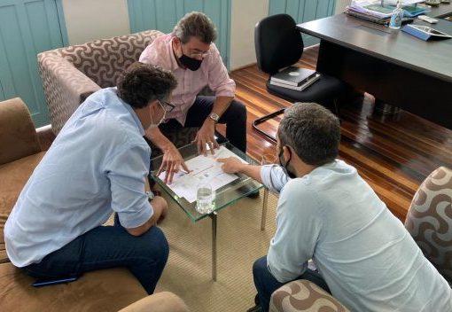 Secretaria do Turismo lançará editais de licitação do píer e da guarderia de barcos na Avenida Beira Mar ainda este mês