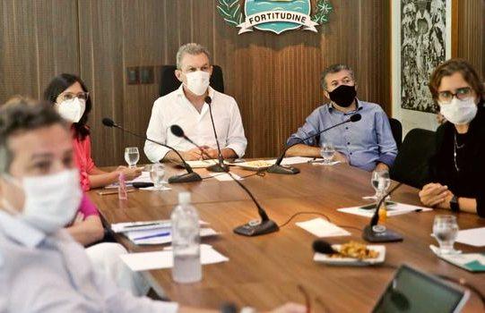 José Sarto e Antônio Henrique avaliam evolução da Covid-19 na Capital, junto com equipe de secretários municipais