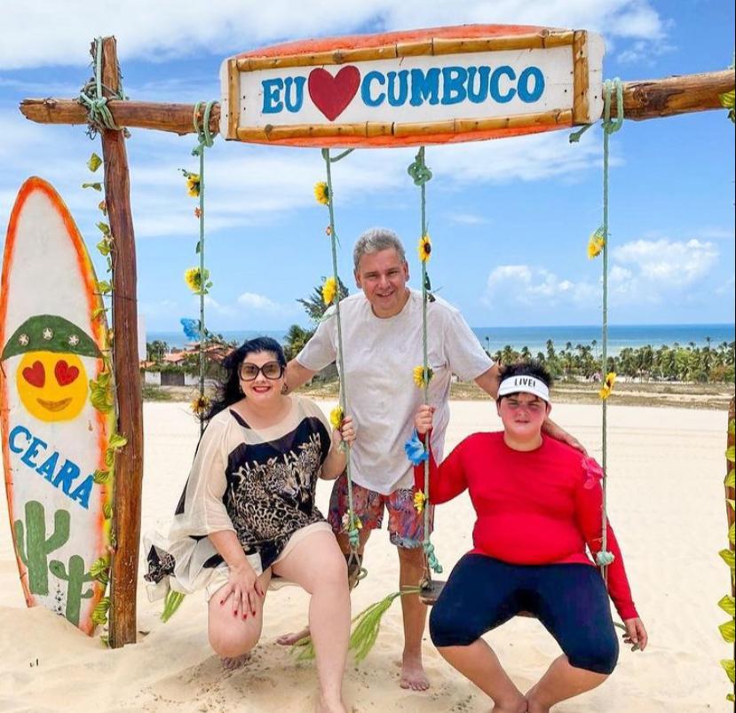 Viviane Almada e Tobias Barreto curtem o Cumbuco em família