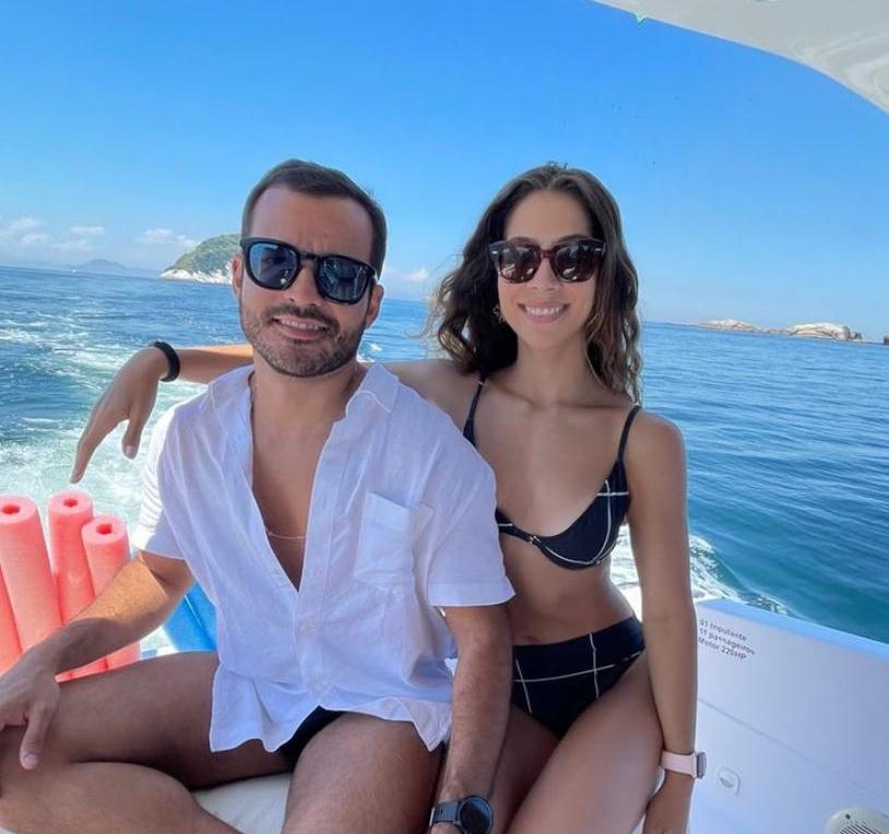 Maria Eugênia Ventura e Mario Montenegro curtem dias de relax no Rio de Janeiro