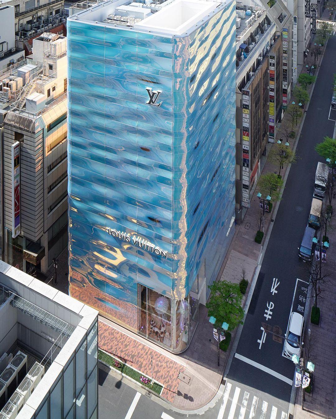 Louis Vuitton reabre sua flagship com fachada exclusiva em Tóquio