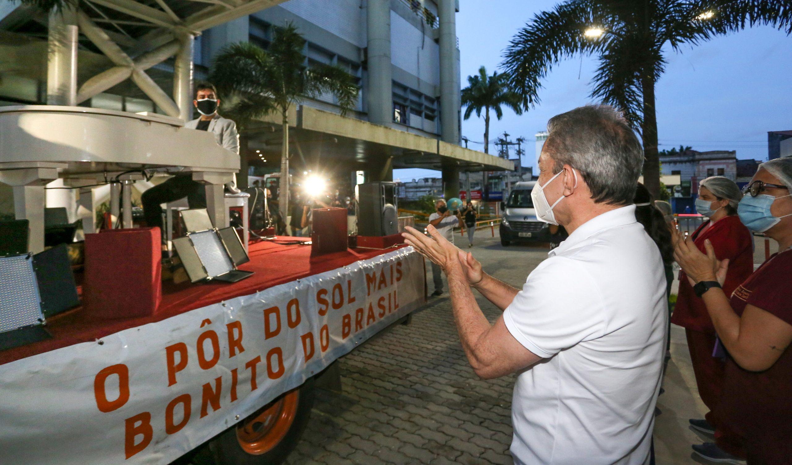 Projeto Pôr do Sol Fortaleza faz homenagem especial aos profissionais de saúde